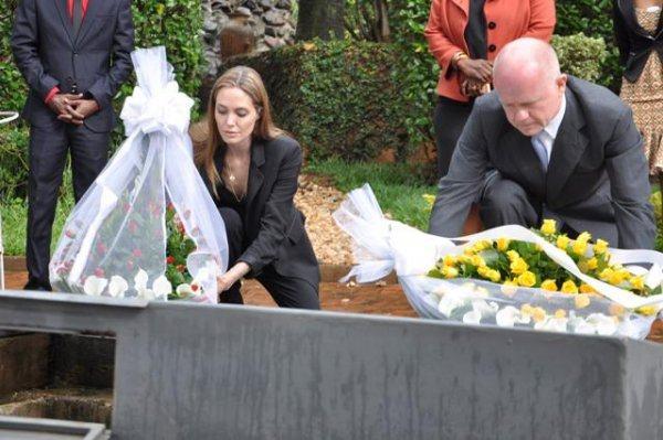 William Hague et Angelina Jolie au Mémorial de Génocide des tutsi de Gisozi