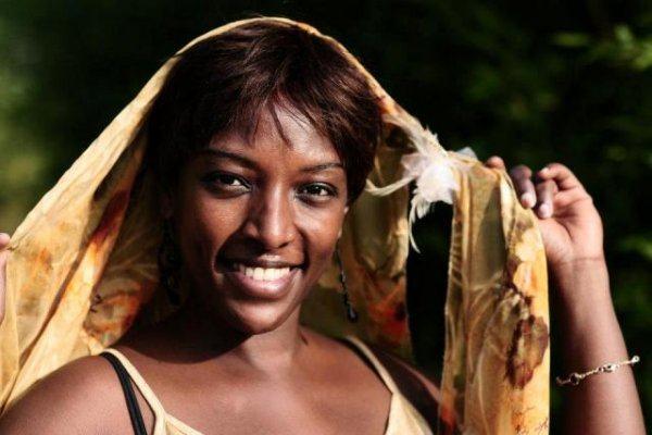 Umunyarwandakazi yateje imbere ubugeni Nyafurika mu BurayiUmunyarwandakazi yateje imbere ubugeni Nyafurika mu Burayi