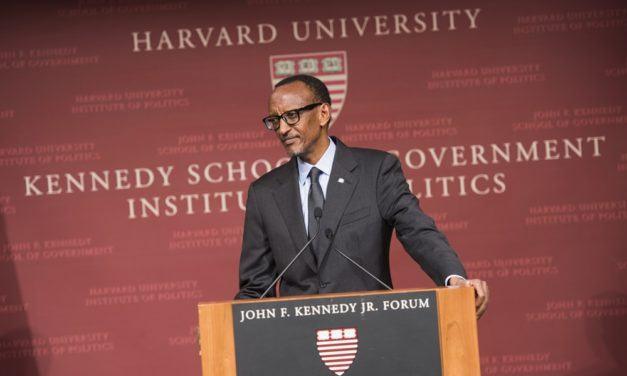 Kagame donne une communication à Harvard