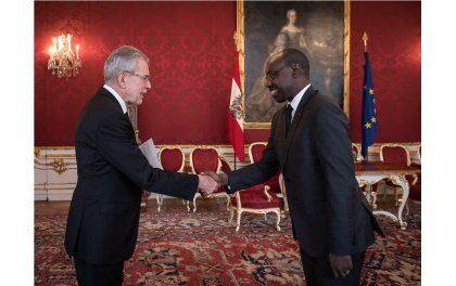 Ambasaderi Ngarambe yatanze impapuro zimwemerera guhagararira u Rwanda muri Autriche