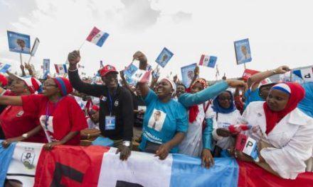 Les Rwandais fêtent la réélection de Paul Kagame, plébiscité