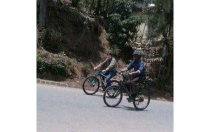 le président rwandais Paul Kagamé faisant du tourisme dans…son propre pays