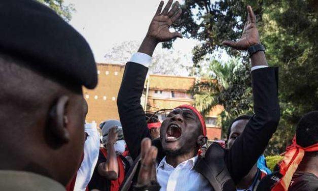 En Ouganda, des députés rendent l'argent de la « corruption »