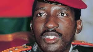 BURKINA FASO: Emmanuel Macron promet de « déclassifier » le dossier Sankara