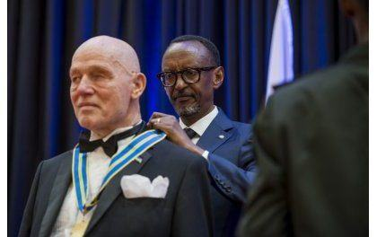 Perezida Kagame yahaye Impeta z'Ishimwe abantu icyenda barimo umuherwe Howard Buffet