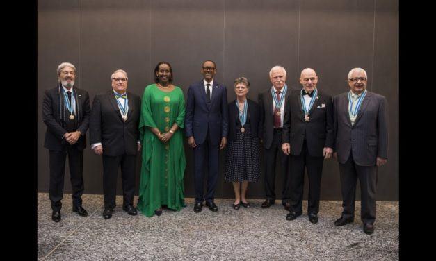 Le Président Paul Kagame confère la médaille de «l'Ordre National des Amitiés Exceptionnelles» à neuf amis du Rwanda