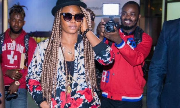 Yemi Alade arrive à Kigali, et promet des «feux d'artifice»