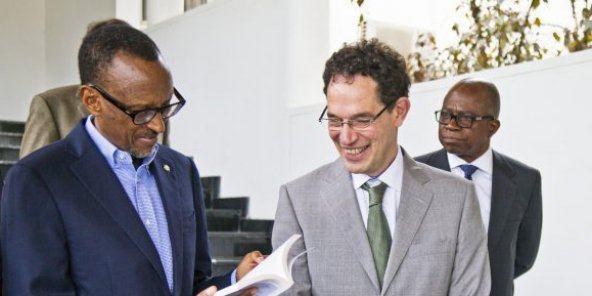 Rwanda : Neil Turok et Paul Kagame, le scientifique et le président