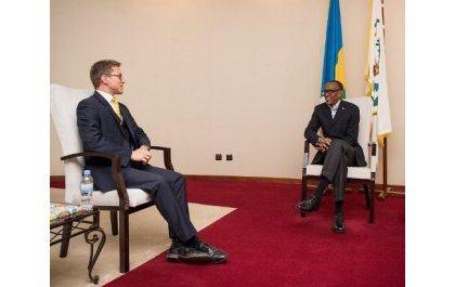 L'Ambass britannique Gelling Le Haut Commissaire du Royaume Uni dit au revoir au Président Kagame
