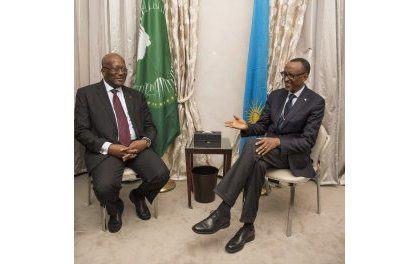 Perezida Kagame yaganiriye na Roch Marc Kaboré wa Burkina Faso (Amafoto)
