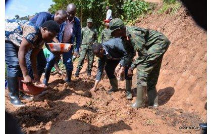 Gen. Kabarebe lance l'Army Week a Nyabihu : 20 Ha de plants de pommes de terre