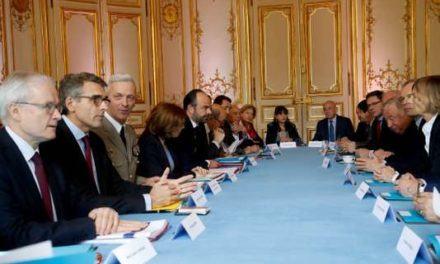 Frappes en Syrie : en France, le débat politique bien loin d'une « union sacrée »