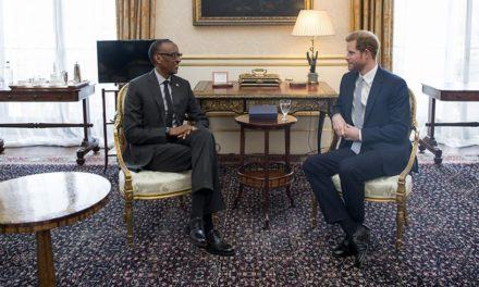 Le Président Paul Kagame rencontre le Prince Harry en marge de la « Rencontre des Chefs d'États du Commonwealth »
