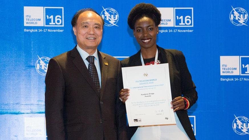 Rwanda – Comment l'innovation d'une femme de 27 ans révolutionne le système éducatif.