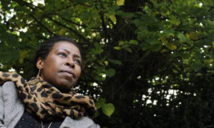 Scholastique Mukasonga raconte le Rwanda et le Burundi au travers du rapport aux « beaux diplômes »