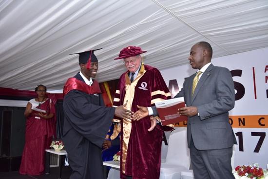 AIMS Kigali: Trente-cinq étudiants couronnés d'une Maîtrise en Sciences Mathématiques pour 2018