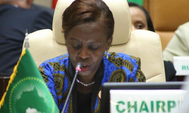 Louise Mushikiwabo préside les réunions du Conseil de l'UA en Mauritanie.