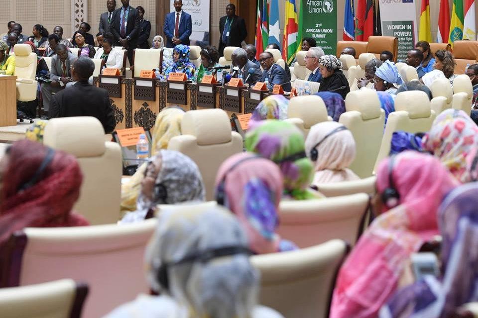 Le Président Kagame O-organise une réunion de haut niveau sur « les femmes au pouvoir » au nom de L'Union Africaine aux côtés de Neven Mimica, Commissaire Européen à la coopération internationale et au développement.