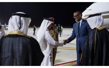 Perezida Kagame yageze muri Qatar mu ruzinduko rw'iminsi ibiri (Amafoto)