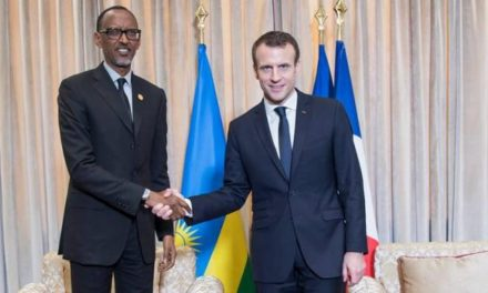 Paul Kagame invite Emmanuel Macron à Kigali