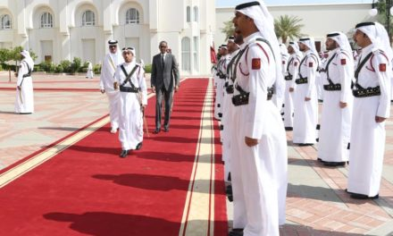 Perezida Kagame yaganiriye na Emir wa Qatar ku kwagura imikoranire mu ishoramari