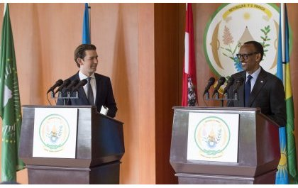 Perezida Kagame yakiriye Chancelier wa Autriche anenga uko ikibazo cy'abimukira gikemurwa