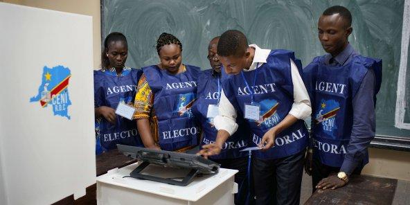 Élections en RDC : à Kinshasa, le vote a débuté dans le calme, malgré des retards