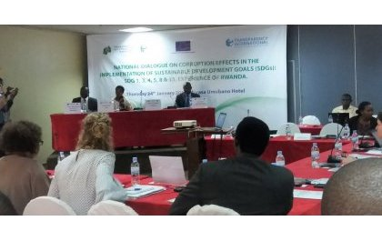 """""""Corruption dans l'éducation…corruption dans l'offre de marchés publics…parce qu'impunie"""", Mme Ingabire."""