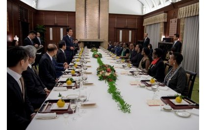 Madamu Jeannette Kagame yakiriwe ku meza n'umufasha wa Minisitiri w'Intebe w'u Buyapani