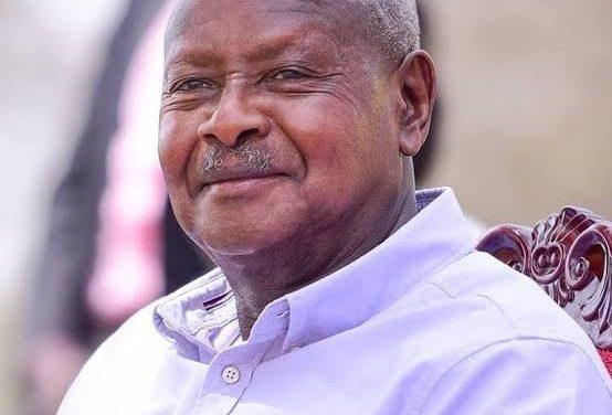 Son Excellence Le Président Museveni a reçu une ovation permanente lors du sommet de L'Union Africaine.