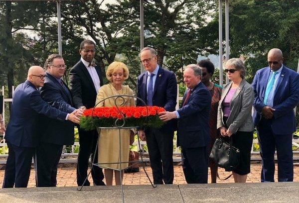 Les législateurs canadiens rendent hommage aux victimes du génocide à Gisozi