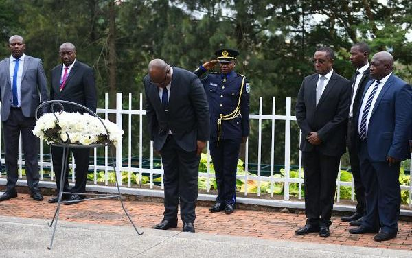Le Président de la RDC rend visite au centre mémorial du génocide de Kigali