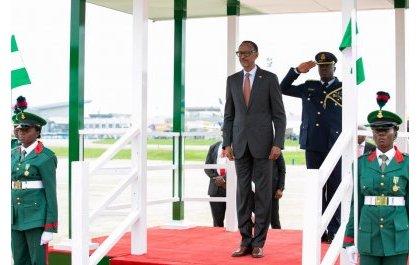 Perezida Kagame yatangiye uruzinduko rw'iminsi ibiri muri Nigeria (Amafoto)