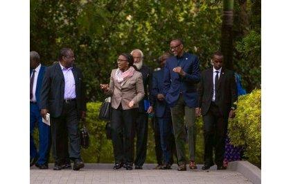Perezida Kagame yahuye n'itsinda ryamufashije kunoza amavugurura ya AU
