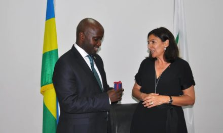 Olivier Nduhungirehe a reçu Anne Hidalgo à Kigali