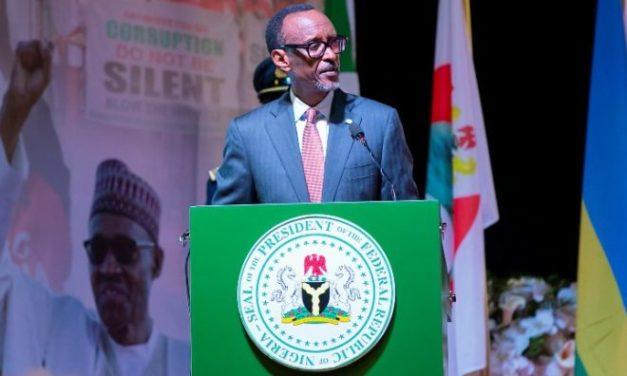 """Democracy Day :  Kagamé explique à Abuja pourquoi les """"corrompus""""  prennent la tète de l'opposition en Afrique"""