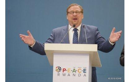 Rév. Rick Warren à Kigali prêche les valeurs d'intégrité et de compétence pour leaders du pays