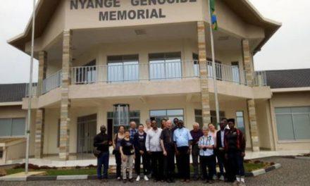 L'archevêque de Rennes rend hommage aux victimes du génocide sur le mémorial de Nyange