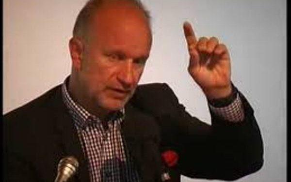 """Un ex-officier français déçu par l'hommage d'un ministre à un """"négationniste"""" décédé"""