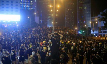 Hong Kong : mobilisation massive des militants pro-démocratie