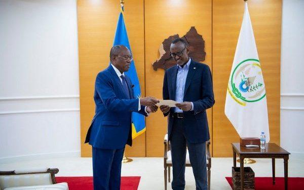 Le Président Kagame reçoit un émissaire de son homologue angolais