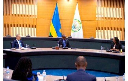 Kagame accueille des hommes d'affaires de l'EABC