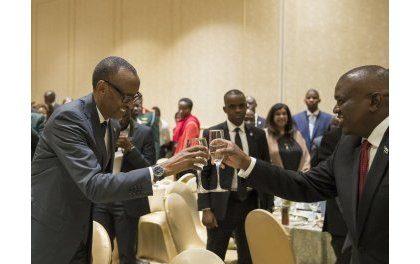 Perezida Kagame yashimiye Mokgweetsi watorewe kuyobora Botswana, umugabo wakoze ibitandukanye n'ibya Ian Khama