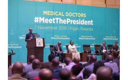 Perezida Kagame yibukije abaganga kwakirana urugwiro abarwayi no kuba ibisubizo by'ibibazo
