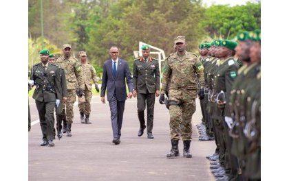 Des officiers sortis de l'Académie militaire de Gako ; Kagame prêche respect mutuel, échanges entre pays voisins