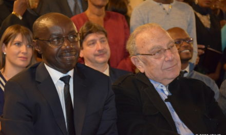 U Bufaransa: Abanyarwanda bizihije Umunsi w'Intwari, banakira Ambasaderi Ngarambe i Paris