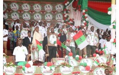 Byatewe n'iki ngo mu Burundi bagere aho basenga bifuriza u Rwanda amakuba?