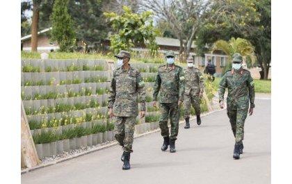 Le Président Paul Kagame dirige une reunion de High Command des RDF