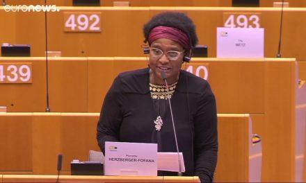 Une députée européenne raconte son expérience de la brutalité policière et du racisme