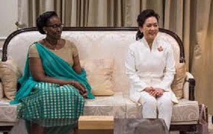 CHINE – RWANDA : La Première Dame du Rwanda Reçois de Matériel Médical de la part de la Première Dame de Chine